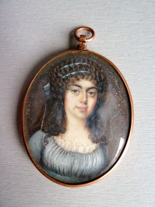 Very rare hand-painted miniature medallion of a nice young lady with a real lock of her hair under glass at the reverse