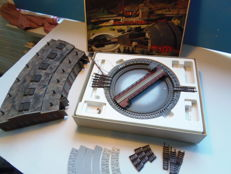 Arnold N - 6381 - Electric turntable and a 6 track locomotive shed