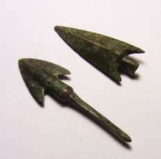 Greek Late Bronze Age Barbed Arrowheads - 59.1 mm (2)