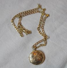 Mid 20th century 9ct yellow gold necklace and locket. Necklace 45 cm. Locket 23 mm wide.