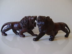 Two lions - cherry wood - 2nd half of 20th century