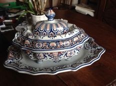 Great soup tureen with a base plate Malicorne signed ceramic
