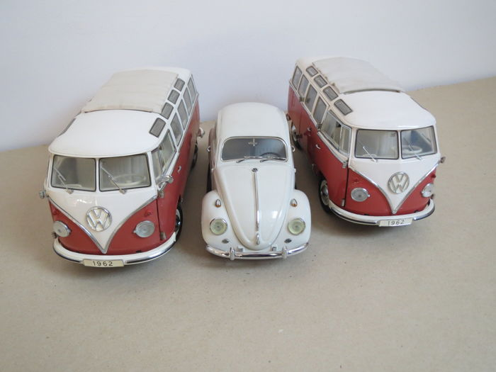 Franklin Mint - Scale 1/24 - Lot with 3 models: 2xVW Micro buses and Beetle
