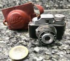 Famous mini Japanese HIT Chamber back in the 40s and 50s. A single shutter speed, a fixed focus lens, using a 17.5 mm film, a fixed aperture producing an image of 14x14 mm