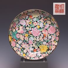 Beautiful porcelain plate - 'mille fleurs' decoration on a black background - China - early 20th century