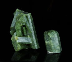 Lot wiht Green Apatite crystals - 2,5 to 4,8 cm - 58gm