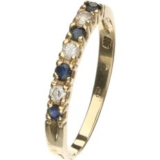 14 kt Yellow gold ring with sapphire and zirconia, set in a row. - ring size: 16.75 mm