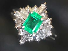 18 ct gold Ring 5.7 g set with 0.31ct Emerald and 0.28 ct Diamonds - Ring Size: 6.75US - Free Resizing