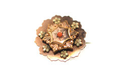 Art Nouveau - tombac brooch, floral with gold leaf and coral - very beautiful filigree design - diameter 23.10 mm