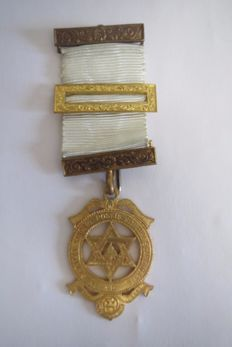 "Masonic insignia ""Royal Arch""."