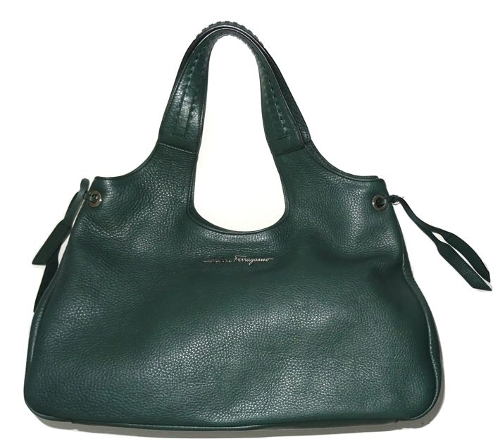 Salvatore Ferragamo - Large calf leather shoulder bag, never used, in box  with dust bf628d3342