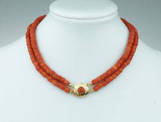 Old Dutch red coral necklace, 2 rows with 14 karat gold clasp