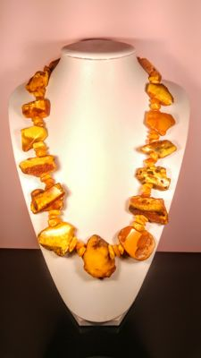 Beautiful Vintage ca. 1950's aged Egg yolk colour Genuine Baltic Amber necklace, length 70 cm, 147 gram