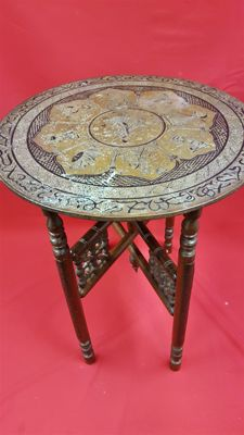 Wooden side table with copper fittings - India - mid 20th century (59 cm)