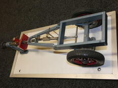 Driving school model with a trailer with overrun brake