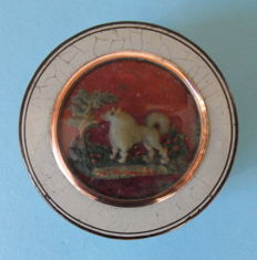 Paper Maché snuff box with Spitz, the Netherlands, circa 1785