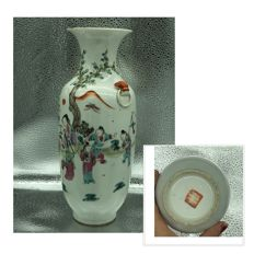 A 27.80cm tall famille rose vase - China - 19th century