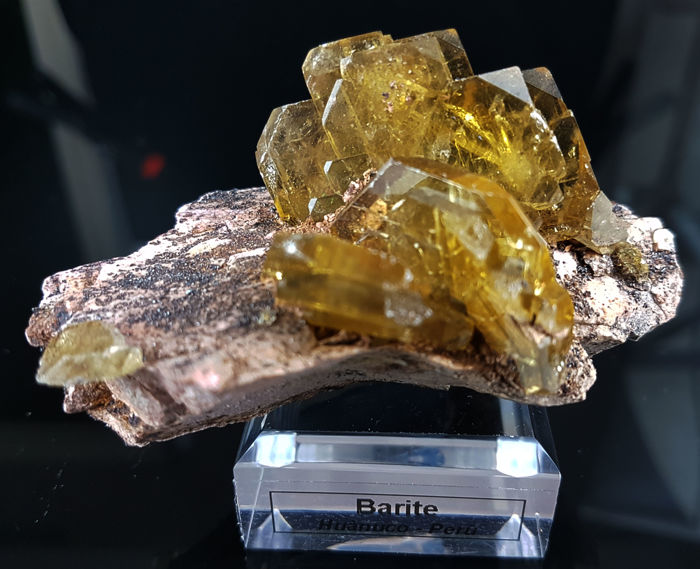 Golden Baryte crystals on matrix  - 8 x 5 x 5.5 cm - main crystal: 2 x 4 cm - 160 g