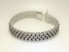 18 kt rhodium-plated white gold bracelet with 114 sapphires