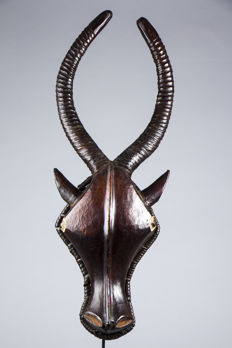 Rare antelope mask with a glazed appearance - EKOI ethnic group - Nigeria