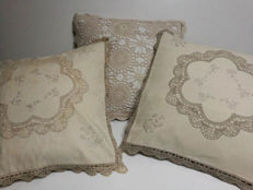 Rare - Three decorative pillows made by Italian artisans Hand embroidered with lace and crochet, approx. 43 x 43 cm