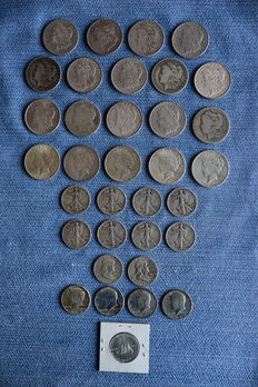 United States - Lot of Morgan, Peace dollars and Huguenot, Walking, Franklin, Kennedy half dollars (34 pieces) - silver