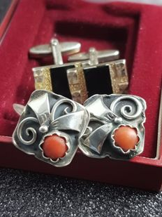 2 pairs of Art Deco silver cufflinks with coral and onyx
