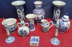Lot with Delft Blue Boch Royal Spinx vases, candle holders and jugs