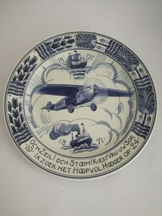 Porceleyne Fles - Commemorative plate of the Dutch Indies expeditions - Fokker F-VII