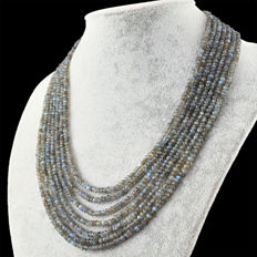 Labradorite necklace with 18 kt (750/1000) gold clasp, length 51cm