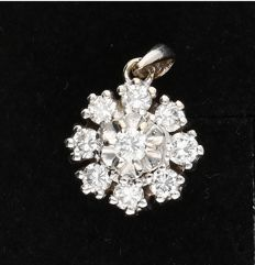 14 kt - White gold pendant, set with 9 round brilliant cut diamonds of 0.28 ct in total - Length x Width: 14 mm x 8.5 mm