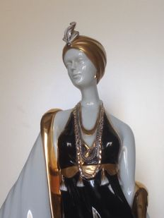 Carpie' - Porcelain Large Sculpture in Art Deco Style with Gold Trim - 54 cm