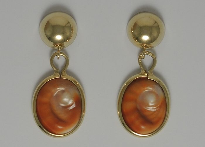 18kt gold dangle earrings with eye of Santa Lucia shell – 3,2 X 1,3 cm