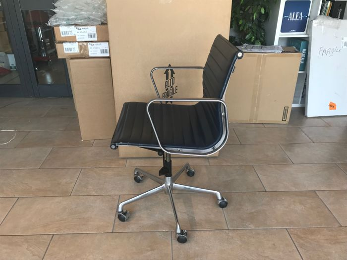 Charles eames produced by icf blue leather office chair for Eames ea 117 replica