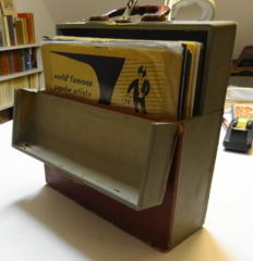 Recordcase with 25 x 78 RPM records with popmusic mostly from the 1950ties.