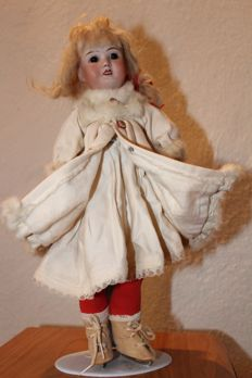 """Jules Verlingue: """"Petite Française JV France 1"""" lovely small doll with biscuit head 33cm"""