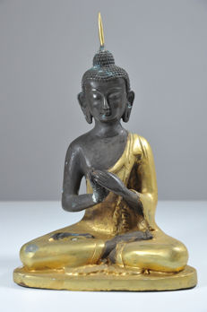 Buddha in Meditation Pose - China - 21st century (24 cm)