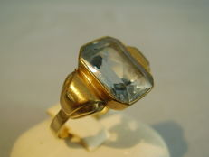 Golden art deco ring with octagonal faceted light blue spinel of 6 ct