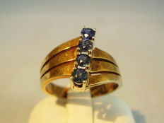 14 kt gold ring with blue sapphires weighing 0.50 ct in total