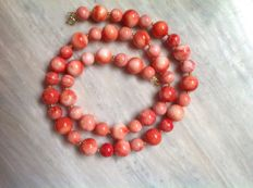 Necklace of Coral with Yellow Gold 18 kt/750, Length: 49 cm