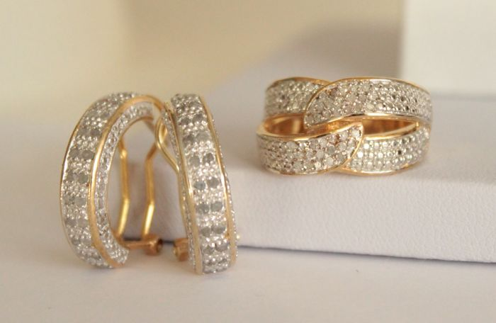 Silver set of earrings and a ring with 1.15 ct in natural diamonds - Ring size: 16.75 (mm)