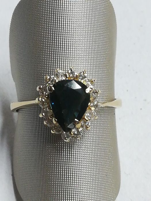 18 kt gold ring with sapphire and16 diamonds totalling 0.20 ct - Size 12/52