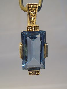 Art deco clip pendant with faceted blue topaz spinel of 10 ct
