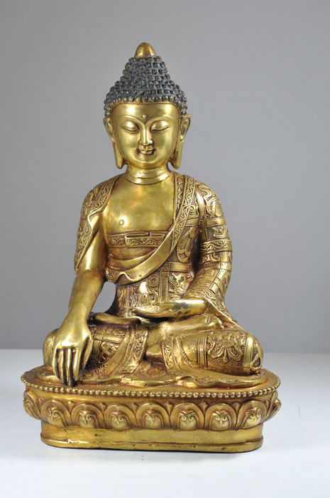 Bronze Buddha in Meditating Position - China - Second half 20th Century (39 cm)