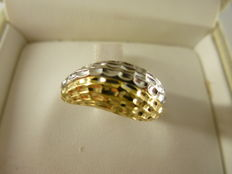 Gold ring with diamond effect