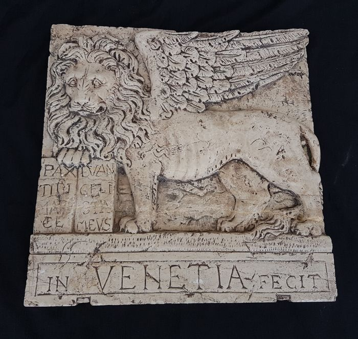 Carrara marble slab depicting the Lion of the Most Serene Republic in  bas-relief, from Udine - 20th century - Catawiki