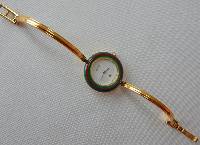 d8813778001 Iconic Gucci watch 11 12 - women s - with 12 interchangeable rings   bezels
