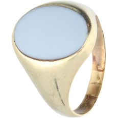 14 kt yellow gold ring set with layered stone