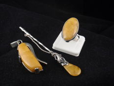 Silver 925 vintage set of a ring,pendant and a brooch with Baltic Amber, 29.71 g