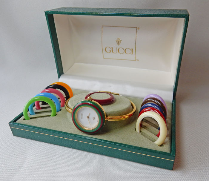 1b930a9e330 Iconic Gucci watch 11 12 - women s - with 12 interchangeable rings   bezels